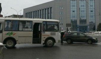 В Липецке в ДТП с маршруткой пострадала трехлетняя девочка