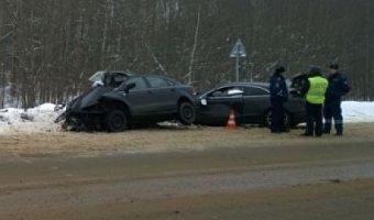 В лобовом ДТП в Ярославской области погибли четыре человека