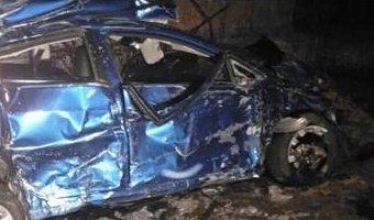 В Ростовской области KIA врезалась в киоск: погибли два человека