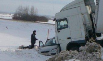 В ДТП в Рославльском районе погибли три человека