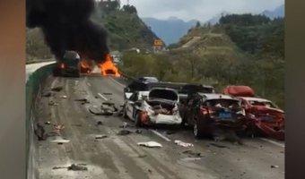 Шесть человек погибли в массовом ДТП на юге Китая