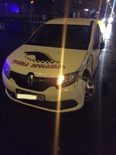 В ДТП с такси в Ярославле пострадали три человека (2).jpeg
