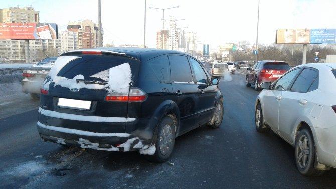 В Екатеринбурге водитель умер за рулем и спровоцировал ДТП (1).jpg