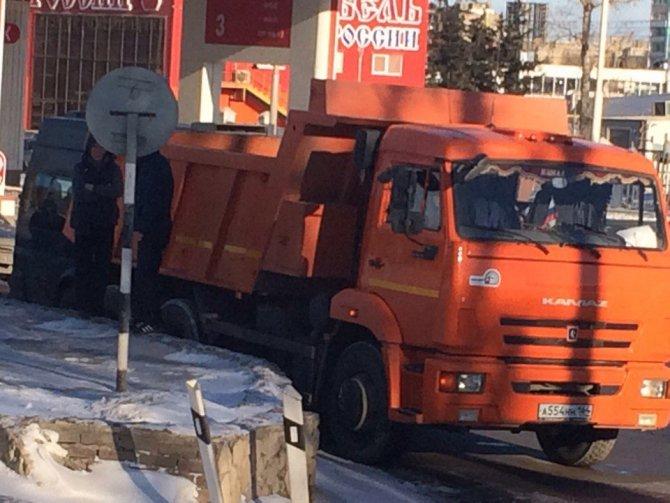 В Саратове в ДТП с маршруткой и КамАЗом пострадали четыре человека (1)