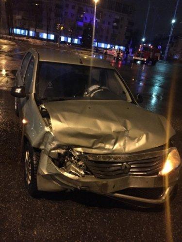 В ДТП с такси в Ярославле пострадали три человека (1).jpeg