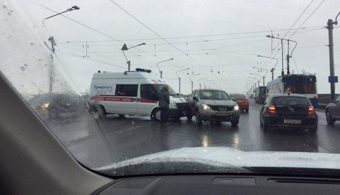 В Петербурге «скорая» попала в ДТП (3).jpg