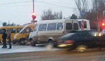 В Волжском столкнулись маршрутка и КамАЗ