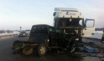 В ДТП на трассе Сургут-Нефтеюганск погибли два человека