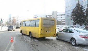 В центре Екатеринбурга произошло ДТП с автобусом