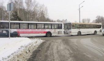 В Тобольске в ДТП с двумя автобусами пострадали пять человек