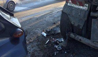 В Саратове в ДТП с маршруткой и КамАЗом пострадали четыре человека