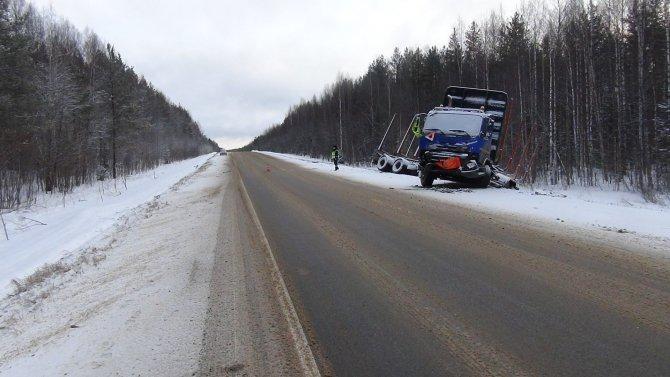 В ДТП с лесовозом на трассе «Вятка» погиб человек (1).JPG