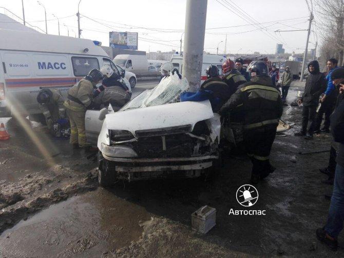 В Новосибирске Toyota врезалась в столб погибла девушка (7).jpg