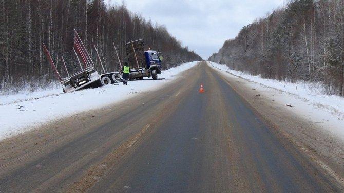 В ДТП с лесовозом на трассе «Вятка» погиб человек (6).JPG