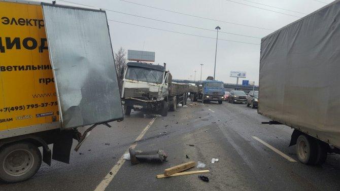 Массовое ДТП произошло на Киевском шоссе в Москве (2).jpg