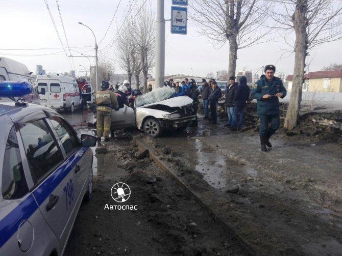 В Новосибирске Toyota врезалась в столб погибла девушка (5).jpg