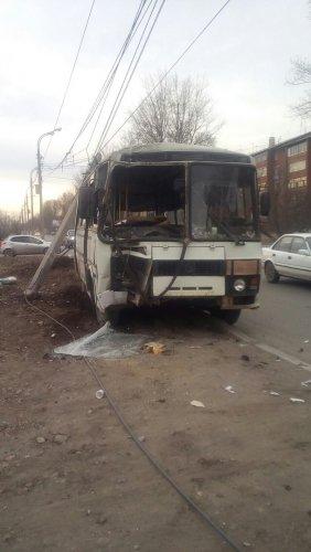 В Иркутске в ДТП попал автобус (1).jpg