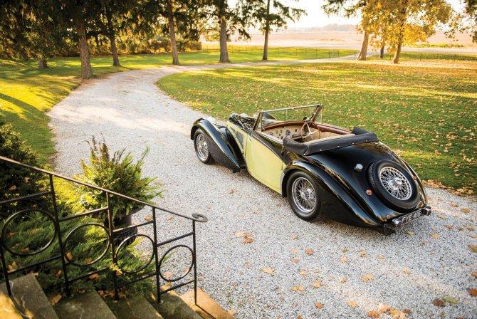 Уникальный Bugatti Type 57S 1937 года был продан по рекордной цене (3).jpg