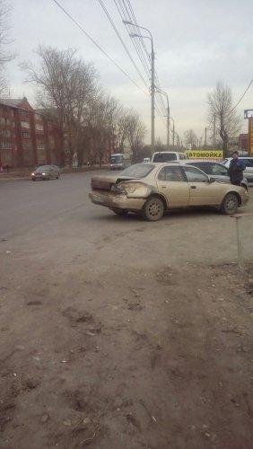 В Иркутске в ДТП попал автобус (3).jpg