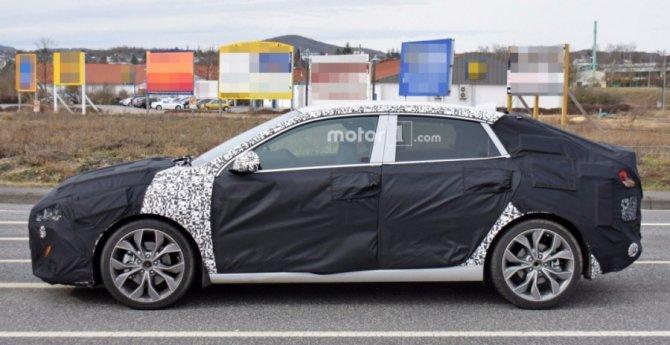 Hyundai i30 Fastback 2018 заснят на тестах (2).jpg