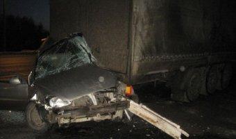 На трассе М-7 легковушка врезалась стоящую фуру: погиб водитель