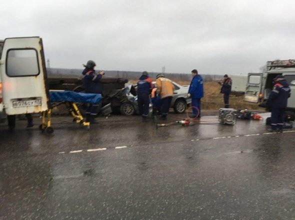 В Красном Бору в брошенный грузовик врезалась «Лада» есть пострадавшие (1).jpg