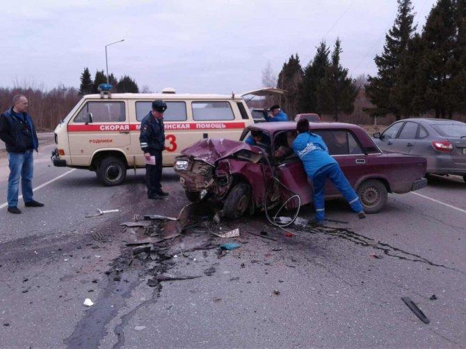 Водитель ВАЗ 2107 выехал на встречную полосу и погиб в результате ДТП на 52 км автодороги Иваново-Родники