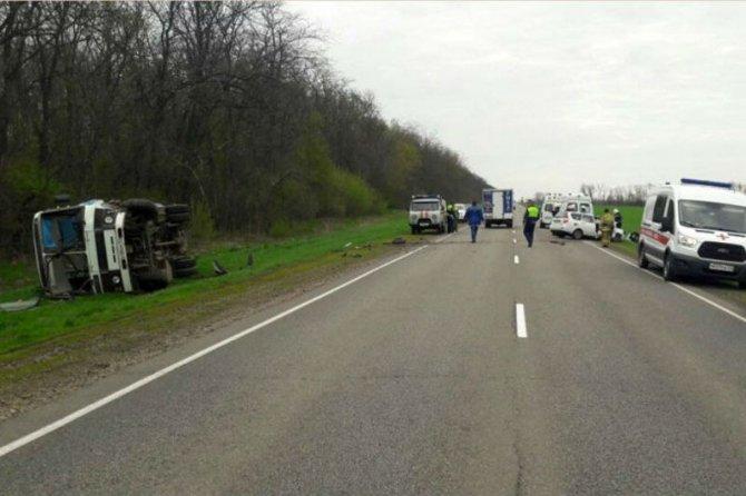 В Ростовской области в ДТП с автобусом погиб пошедший на обгон 81-летний водитель «Лады»