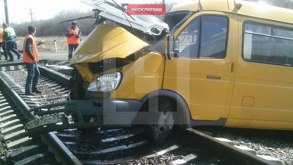 Под Омском школьный автобус сбит грузовым поездом, есть погибшие, 14 апреля