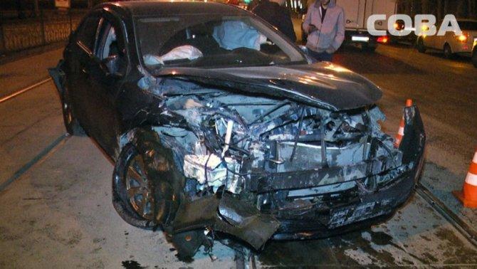 В ночном ДТП в Екатеринбурге пострадали четыре человека (1).jpg