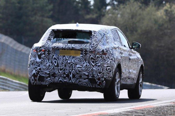 Новый Jaguar E-Pace проходит тесты на Нюрбургринге (5).jpg
