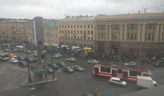 Взрыв в метро Петербурга спровоцировал транспортный коллапс (2).jpg