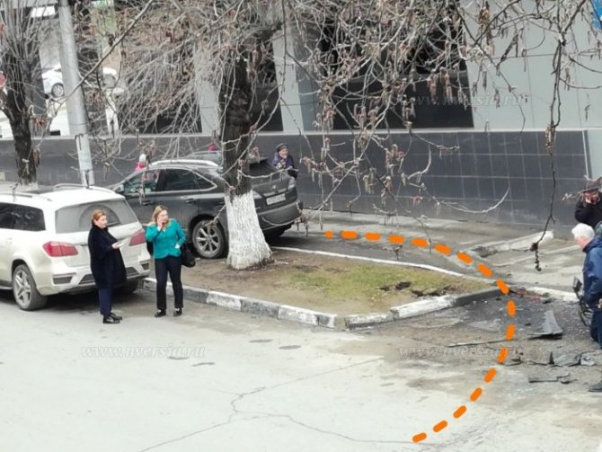 В Саратове женщина за рулем Lexus перепутала педали и устроила ДТП (2).jpg