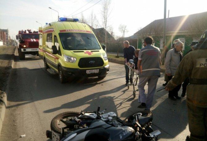 В центре Омска пенсионер на машине сбил мотоциклиста.jpg