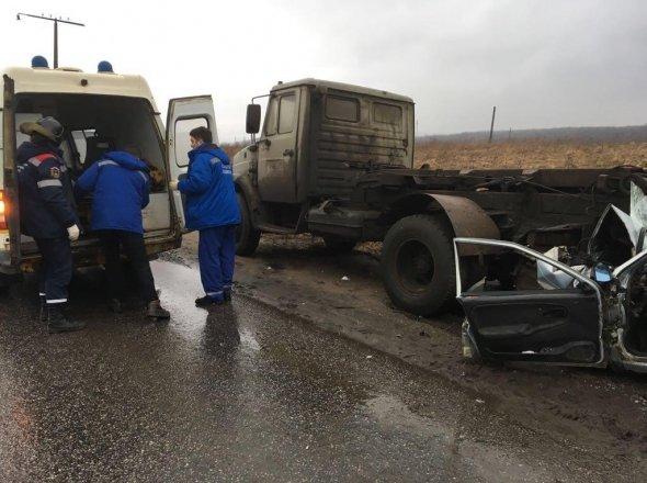 В Красном Бору в брошенный грузовик врезалась «Лада» есть пострадавшие (3).jpg