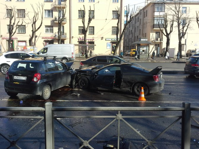 В Петербурге в ДТП на проспекте Стачек пострадали два человека (1).jpg