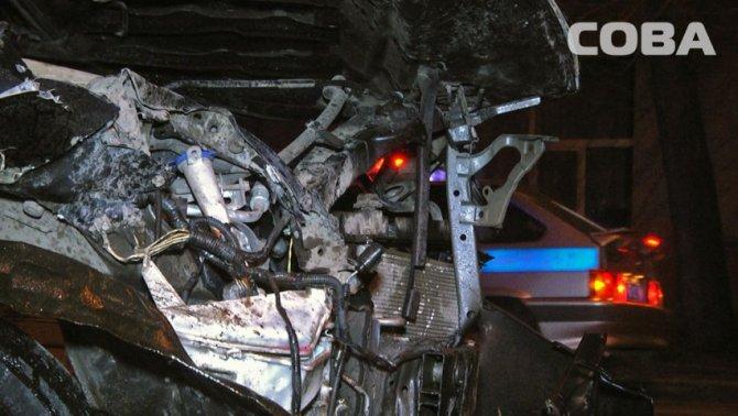 В ночном ДТП в Екатеринбурге пострадали четыре человека (2).jpg