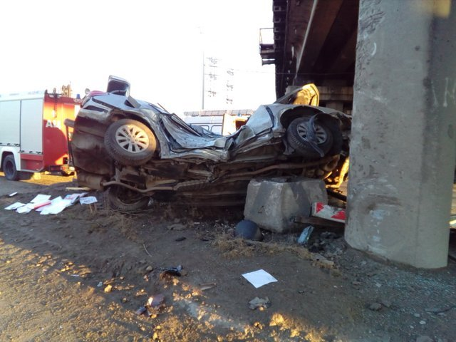 ДТП с двумя погибшими на Северной дороге в Череповце автомобиль врезался в опору моста (2).jpg