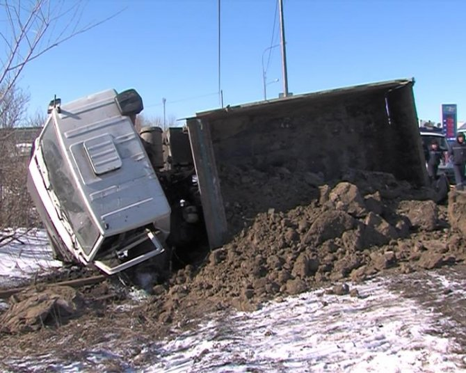 В ДТП с грузовиком под Тюменью погибли два человека (2).jpg