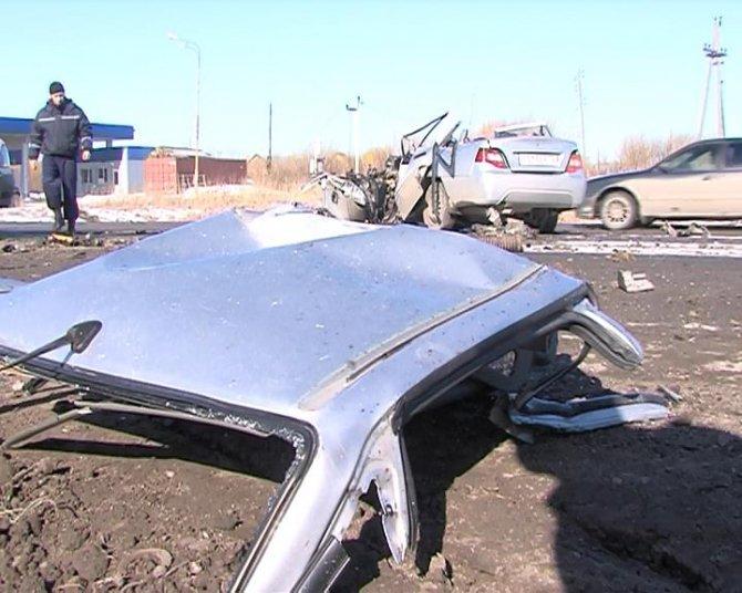 В ДТП с грузовиком под Тюменью погибли два человека (3).jpg