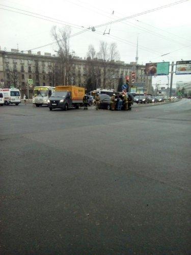 В Петербурге в ДТП попала «скорая помощь» (5).jpg