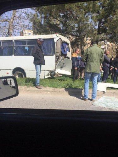 В Крыму в ДТП с двумя автобусами пострадали более 10 человек (8).jpg