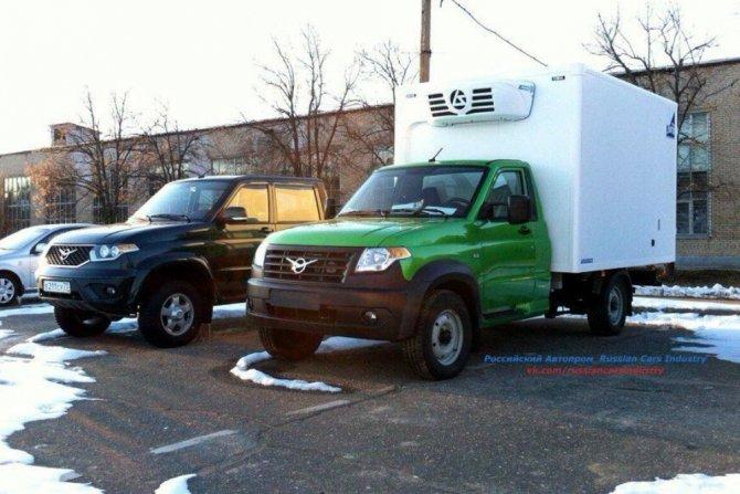 Новый фургон УАЗ «Карго» был замечен на тестах (1).jpg