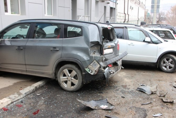 В Саратове женщина за рулем Lexus перепутала педали и устроила ДТП (6).jpg