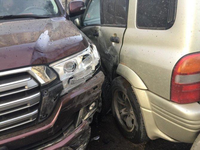 водителю Toyota Land Cruiser стало плохо за рулем