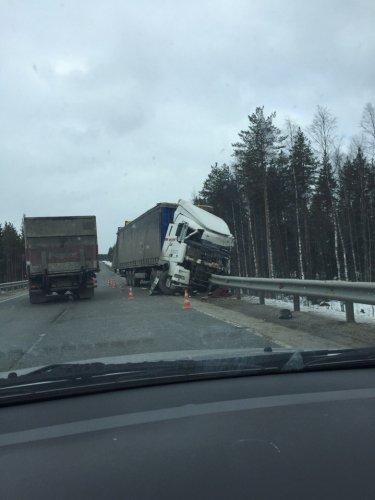 """В ДТП с двумя тягачами на """"Коле"""" погиб водитель  МАЗ"""