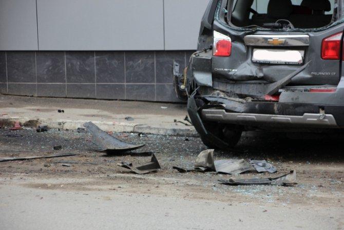 В Саратове женщина за рулем Lexus перепутала педали и устроила ДТП (5).jpg