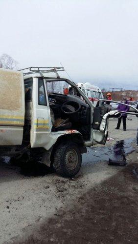 В Камчатском крае столкновение автомобилей Toyota Hiace и Toyota Town Ace