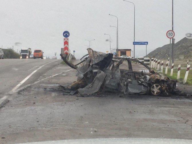 В Новороссийске  после ДТП в машине сгорел молодой человек.jpg