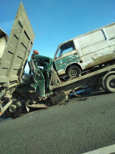 На КАД под Петербургом погиб водитель эвакуатора